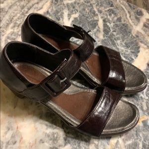 Naot 39 leather sandals